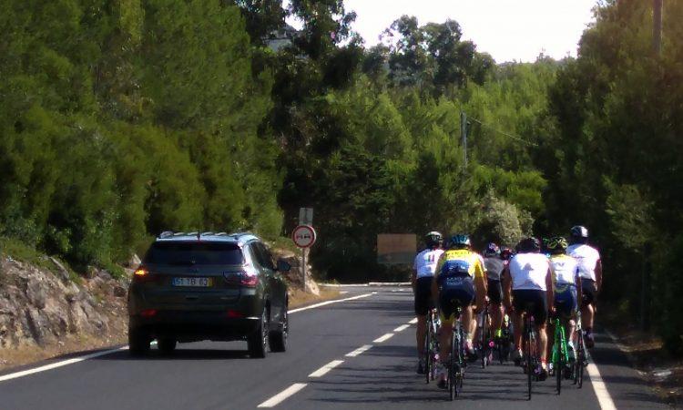 Cómo adelantar a un grupo de ciclistas
