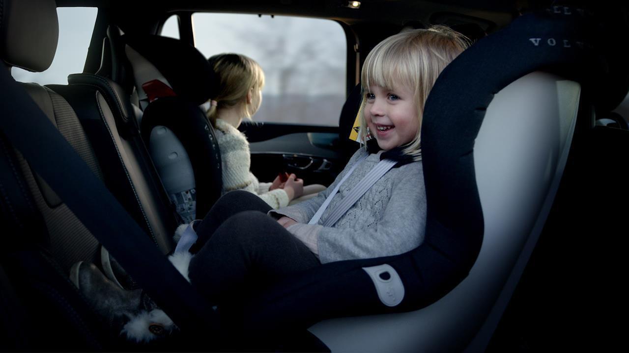 Niños en coche estado de alarma