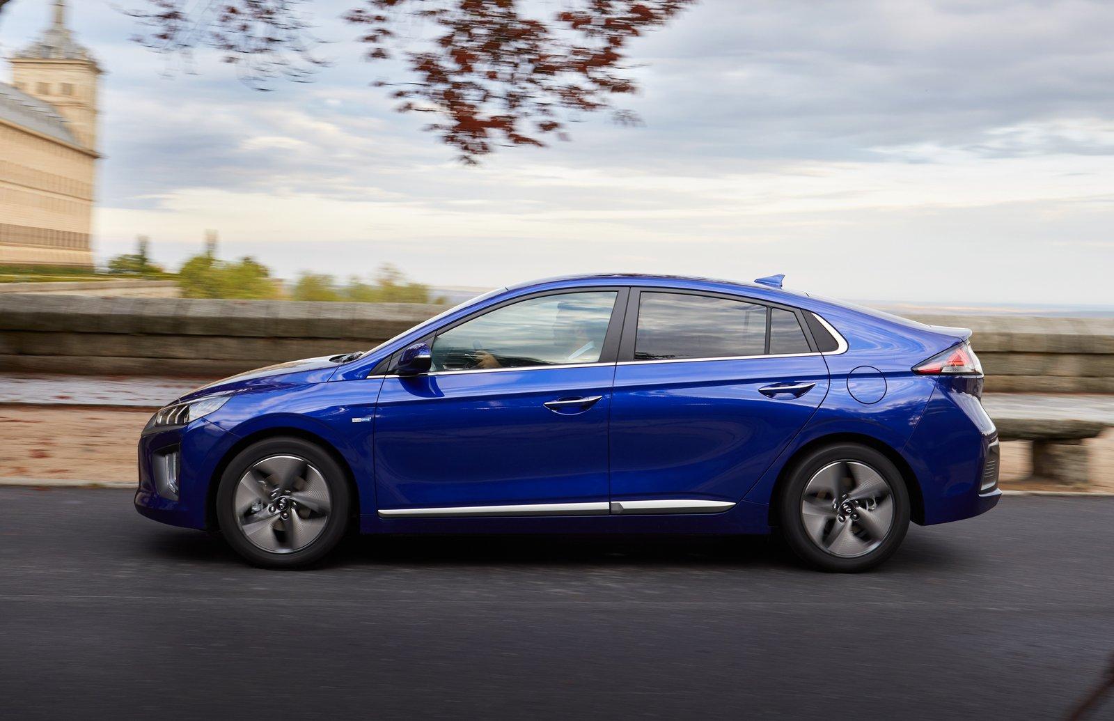 Coches híbridos con menos consumo. Hyundai Ioniq
