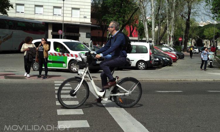 Desplazamientos en bicicleta, coche, moto en ciudad