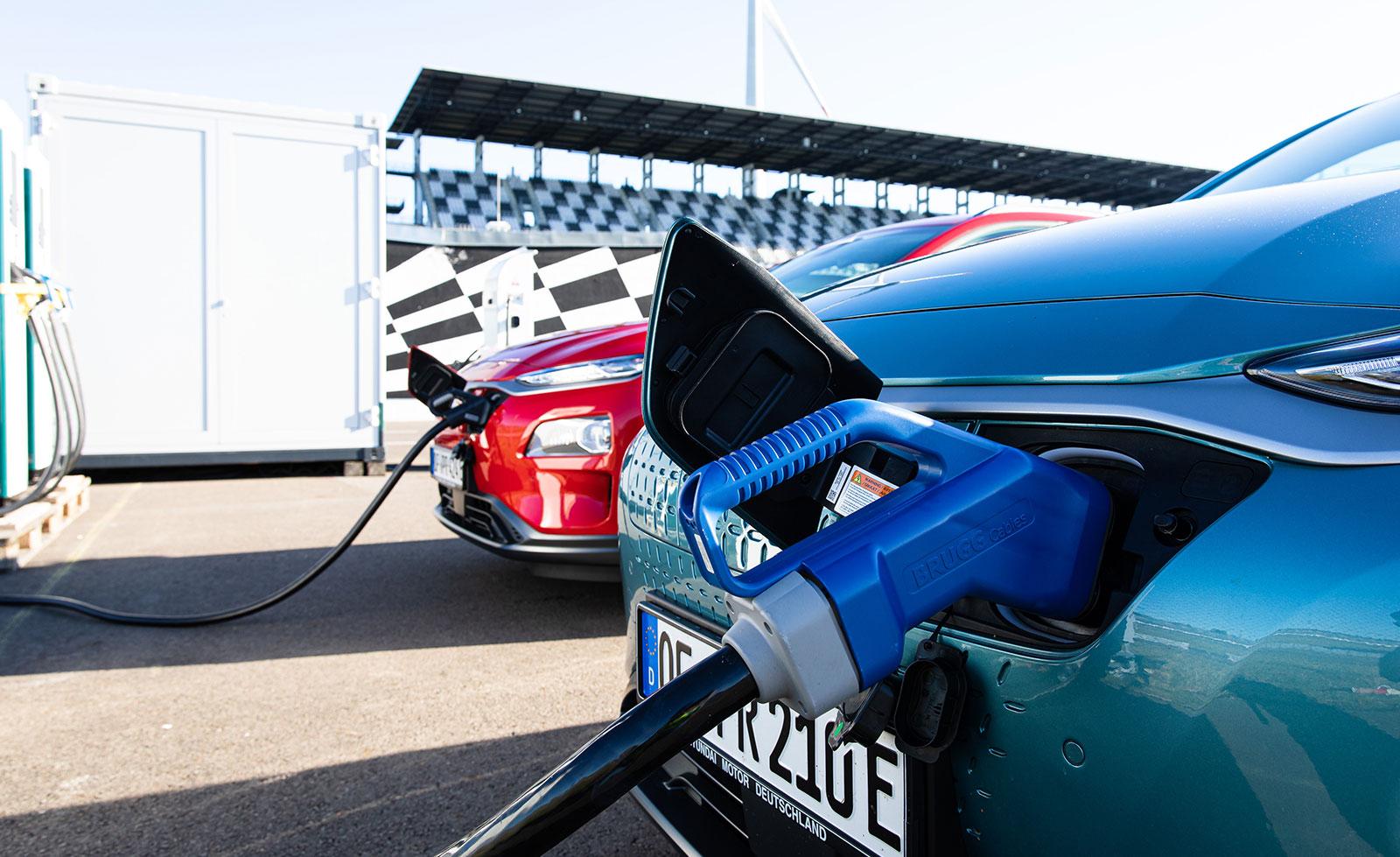 Recargar coche eléctrico. Hyundai Kona